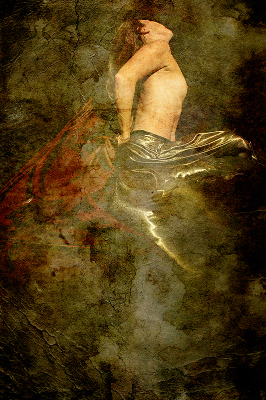 Femme dans l'eau, poitrine nue