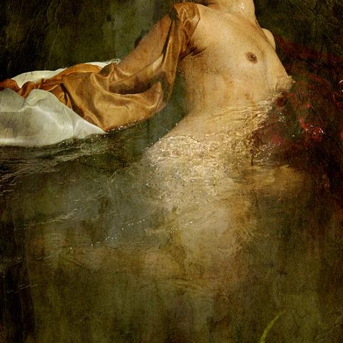 Photographie Thalie B Vernet - portrait Femme dans l'eau nue